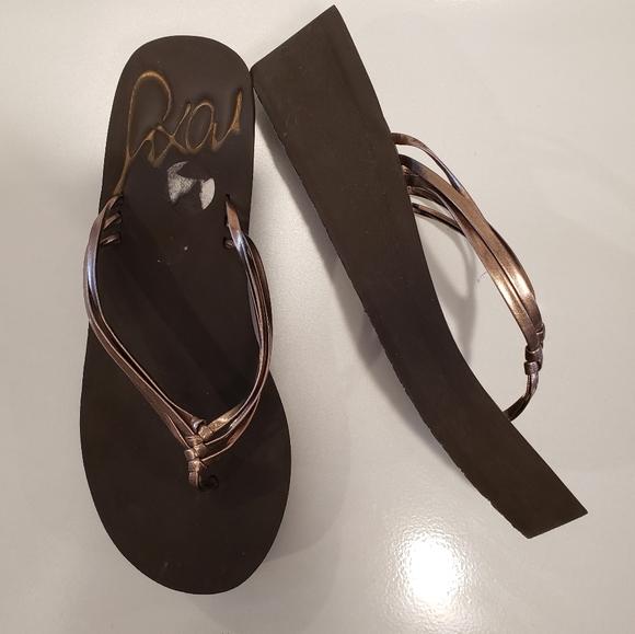 Roxy Platform Brown Criss Cross Flip Flop Sandals